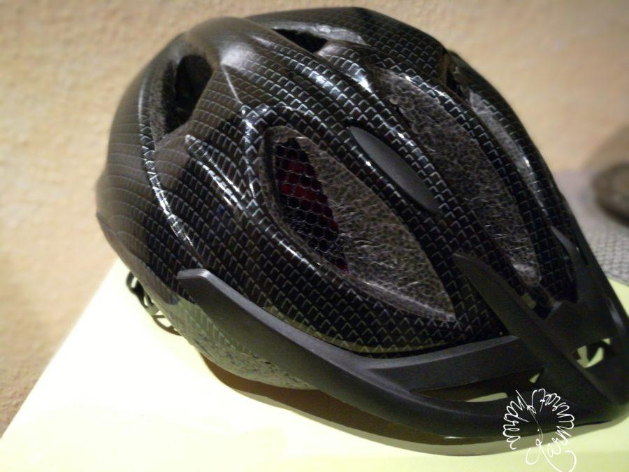 schwarzer Fahrradhelm