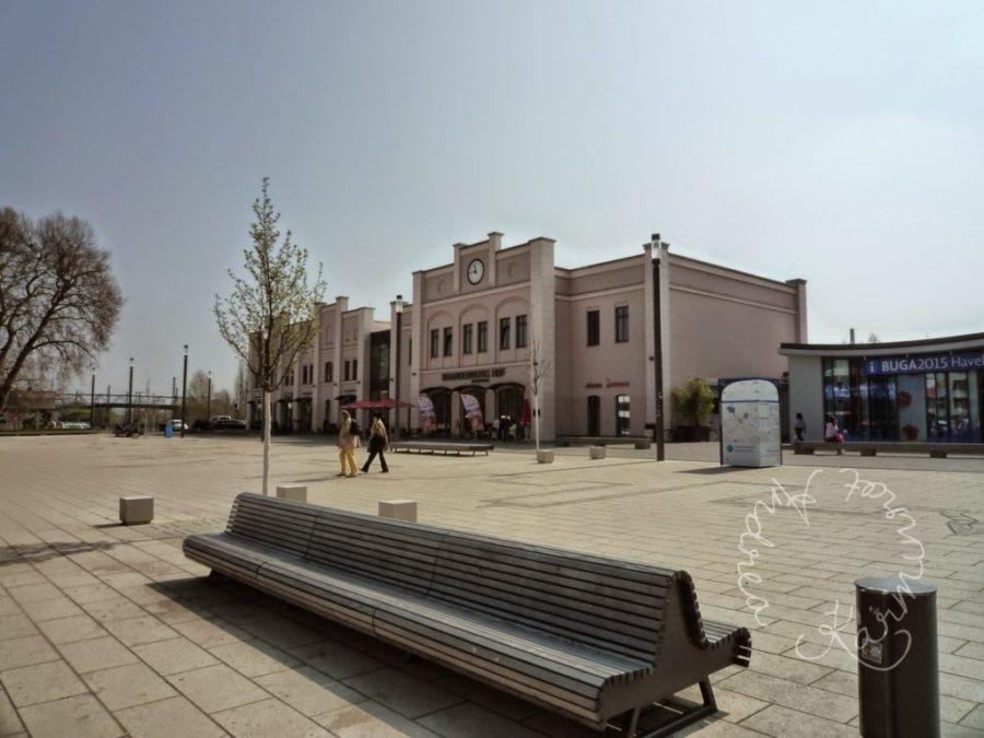 Bahnhof Brandenburg an der Havel. Großer Platz davor