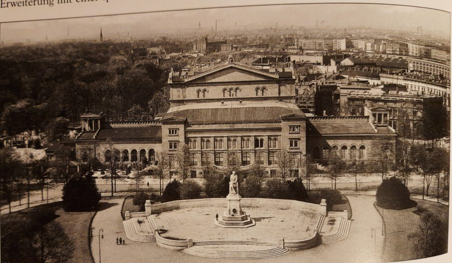 Die Kroll-Oper von oben 1933