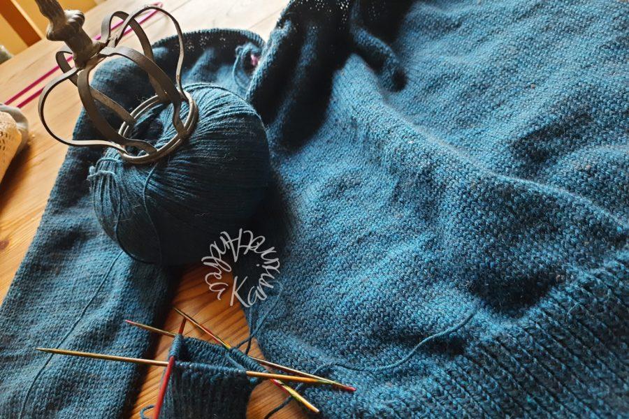 Krönchenpullover in Blau